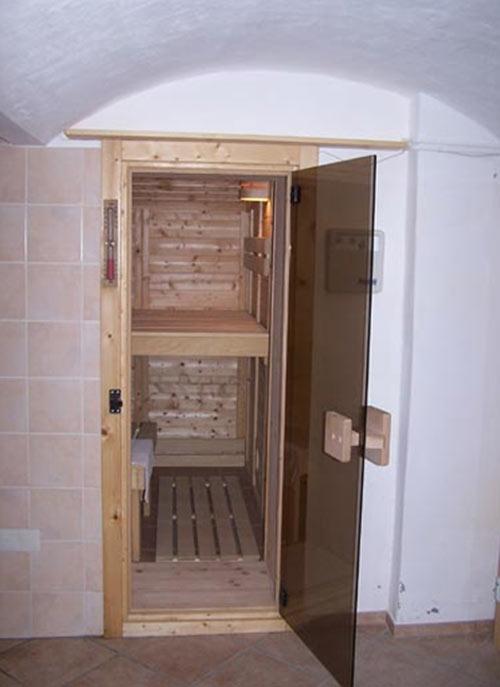 sauna im raum gefangen. Black Bedroom Furniture Sets. Home Design Ideas