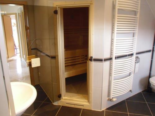 kleine sauna im badezimmer. Black Bedroom Furniture Sets. Home Design Ideas